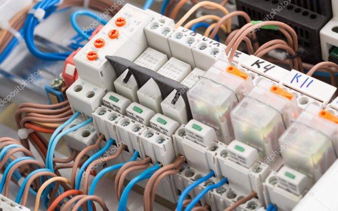 Крупным планом электрических